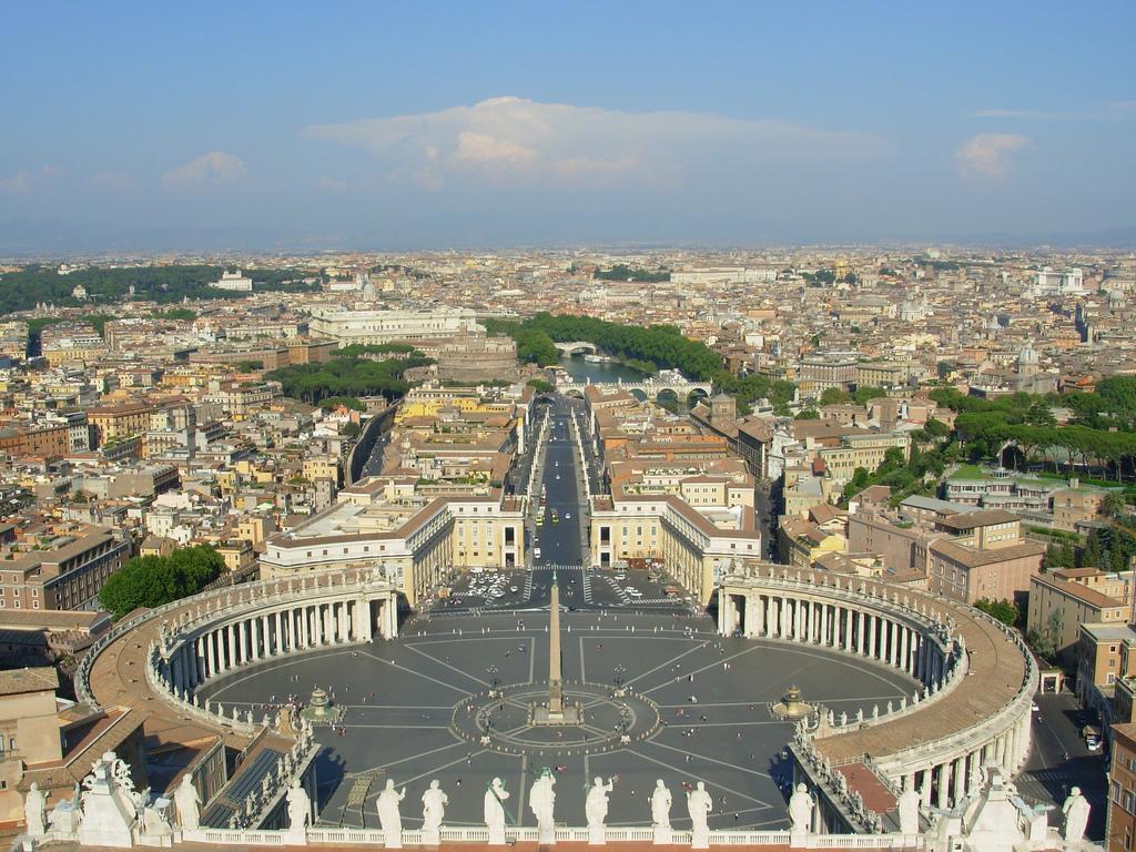 Piazza_San_Pietro, _Citta_del_Vaticano