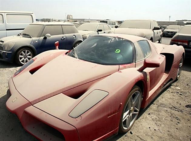 Car-of-luxury-abandoned-in-Dubai-1