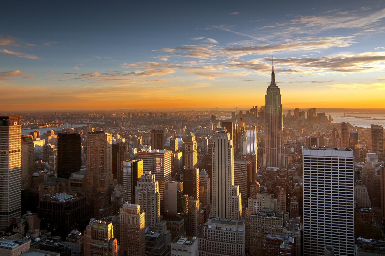 Bunte Sonnenuntergang über der Skyline von New York City