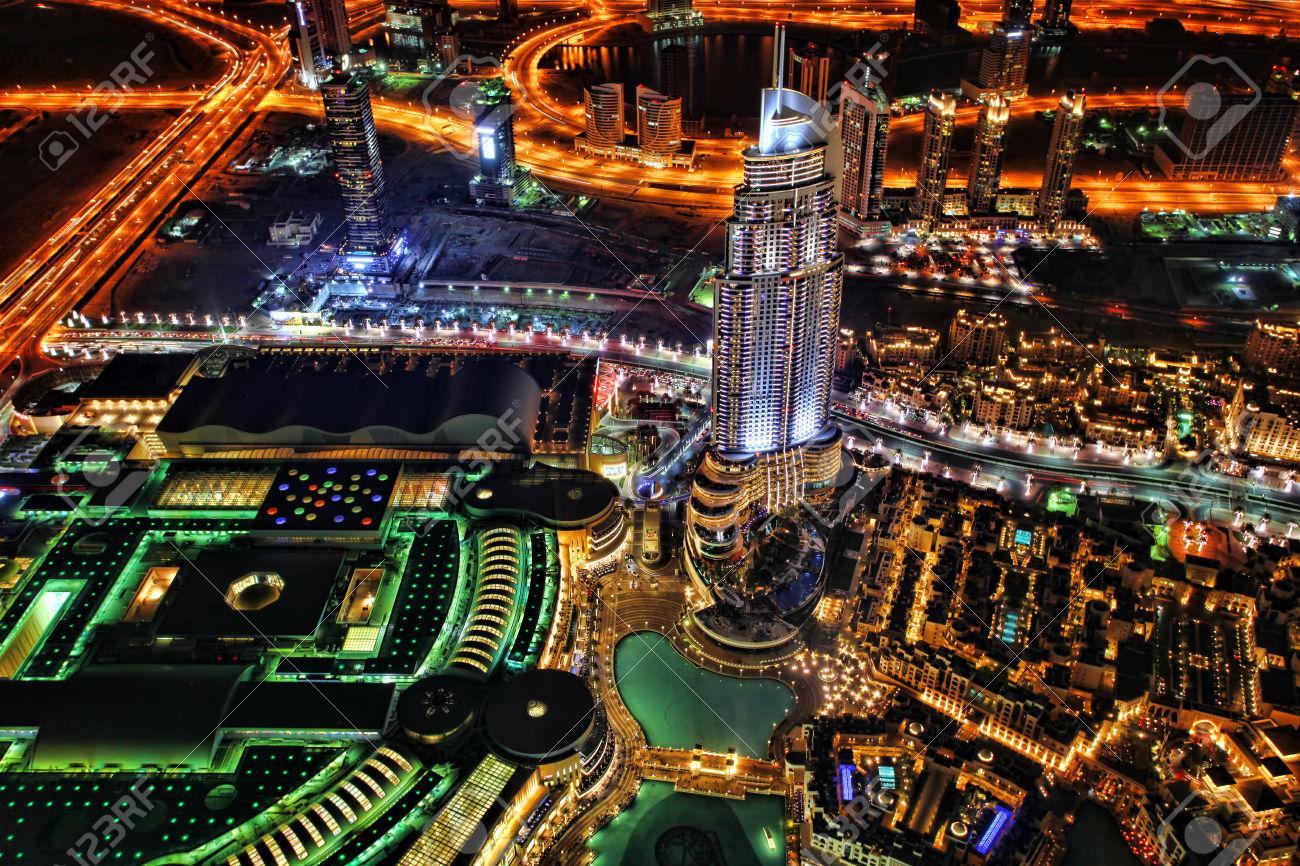 29556804-Vista-di-notte-dal-Burj-Khalifa-a-Dubai-Emirati-Arabi-Uniti-Archivio-Fotografico