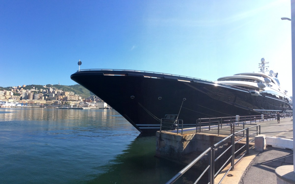 serene-mega-yacht-primo-piano1
