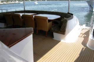 the-world-is-not-enough-aft-deck-dining-319x212